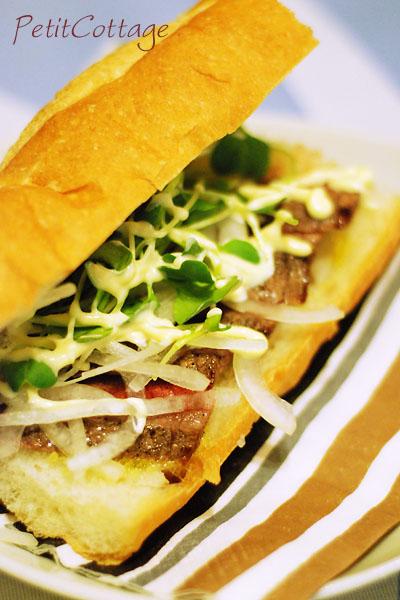 安いステーキ肉でステーキバゲットサンド